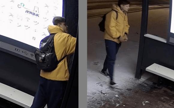 Муніципали просять знайти вандала, який розписав розумну зупинку в Луцьку. ФОТО. ВІДЕО