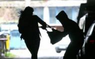 У Нововолинську з рук пенсіонерки вирвали сумочку