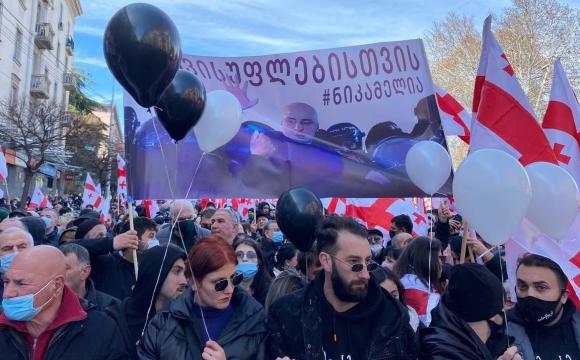 У Грузії на вулиці вийшли тисячі людей: посилюють заходи безпеки. ФОТО
