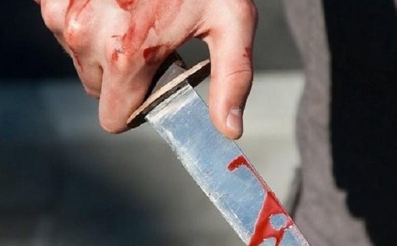 Декілька ударів у живіт: 56-річний чоловік накинувся на зятя з ножем
