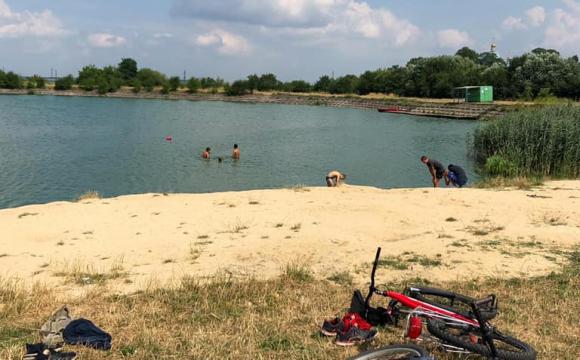 У Нововолинську на озері тонула дитина, а рятувальники були напідпитку
