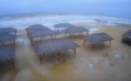 Український популярний курорт затонув у морі. ФОТО