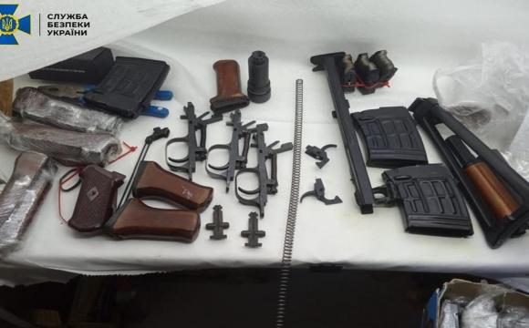 Подружжя продавало деталі для кулеметів і снайперських гвинтівок