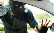 В центрі Луцька з БМВ Х5 викрали 2 айфони та пістолет