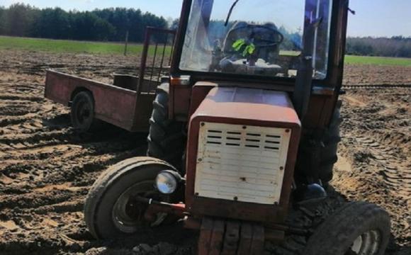 80-річний чоловік випав з трактора: той його двічі переїхав