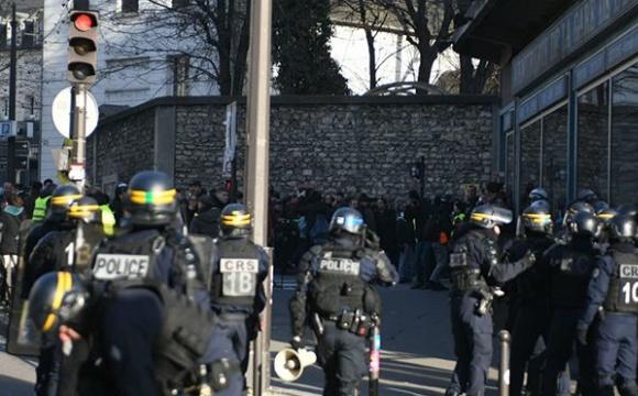 У Франції оштрафували 6,6 тисяч осіб за порушення карантину Новий рік