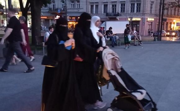 Львів заполонили араби. ВІДЕО