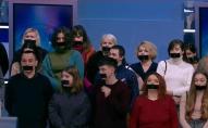 Співробітники закритих телеканалів вийшли в ефір із заклеєними ротами. ФОТО