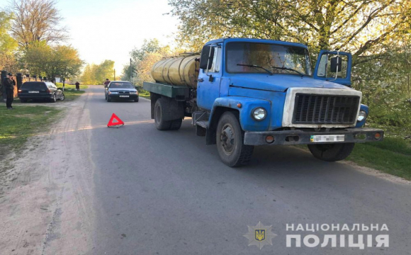 Трагедія на Рівненщині: сина розчавила вантажівка  на очах матері. ФОТО