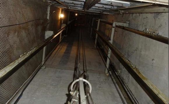 Робітники впали в шахту ліфта: один помер