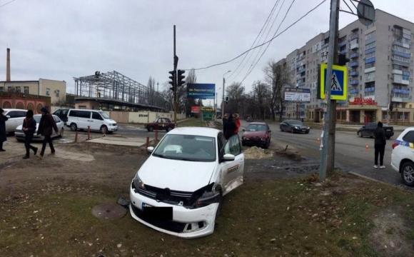 Авто розчавило на тротуарі 2-річну дівчинку. Лікар відмовився допомогти. ФОТО
