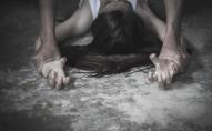 20 чоловіків ґвалтували неповнолітню протягом 8 днів