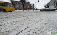 Беремо лопати і до роботи: мер волинського міста закликає допомогти розчистити сніг