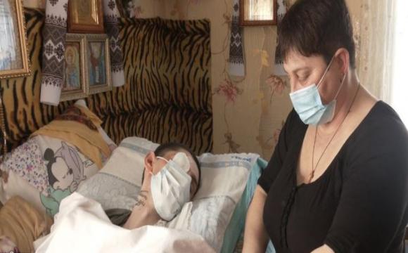 Волинянка, яка доглядає за хворим сином, може залишитись без даху над головою. ФОТО. ВІДЕО