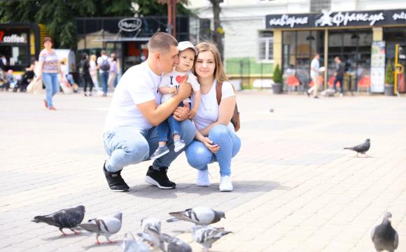 Українська сім'я виграла у лотерею найдорожчий у світі укол для лікування сина
