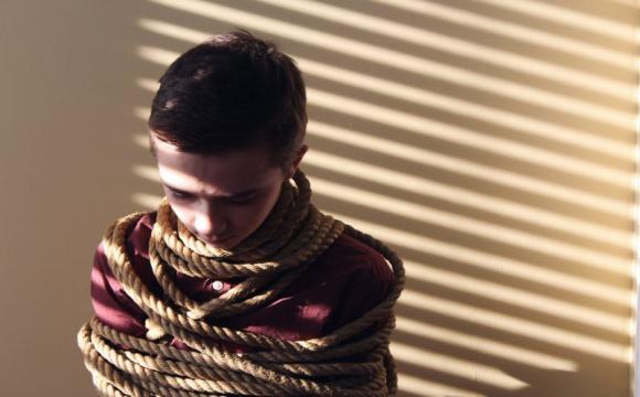 В Україні можуть посилити покарання за злочини проти дітей після скандалу із стоматологинею із Рівного