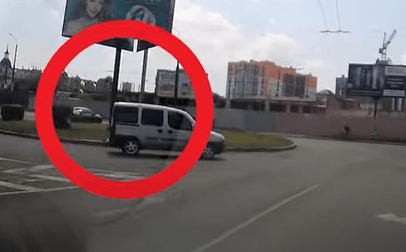 Невдала ідея: лучанин на БМВ «дрифтанув» перед авто патрульних. ВІДЕО