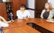Скандальну виховательку з Луцька, що заклеювала дошкільнятам роти скотчем, можуть перевести до інших дітей. ВІДЕО