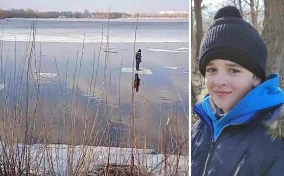 Рибалка врятував дитину, яку на крижині віднесло від берега, за допомогою спінінга. ВІДЕО