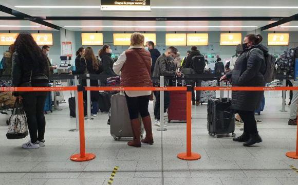 Новий штам коронавірусу у Великій Британії: країни масово припиняють авіасполучення
