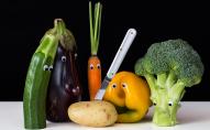 Експерти назвали вісім продуктів, які не можна їсти сирими