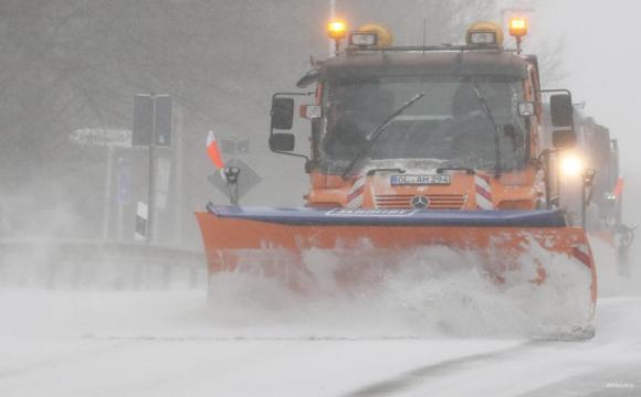 Сильні снігопади паралізували рух транспорту в Німеччині