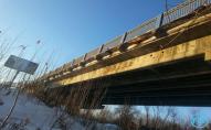В Луцьку зруйнований міст намагались залатати дерев'яними дошками