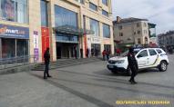 Через підозрілий предмет у Луцьку евакуювали людей з ЦУМу. ФОТО