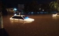 Дерева попадали, а літаки повернулися назад: у Одесі масштабний потоп. ВІДЕО