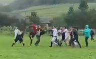 Футбольний матч другої ліги завершився жорстоким побоїщем. ВІДЕО