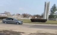 Поблизу Луцька водій влаштував «дрифт» посеред дороги. ВІДЕО