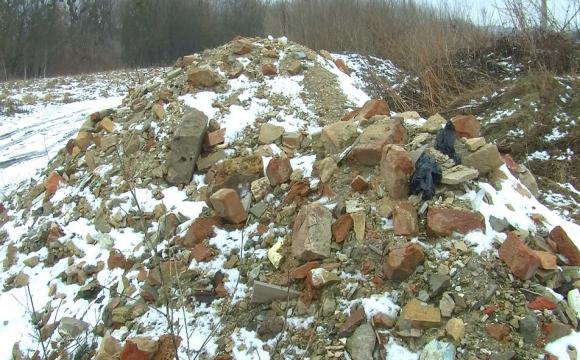 У Луцьку невідомі скидають будівельне сміття у Стир
