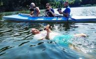 Грав на флейті і плив на спині: харків'янин встановив рекорд України
