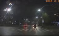 У Луцьку «автохам» збив дівчину на переході та втік. ВІДЕО