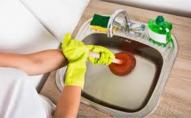 «Луцькводоканал» просить містян не змивати залишки олів'є та інших страв в каналізацію
