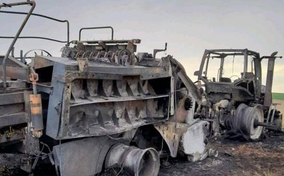 Під Луцьком під час жнив згорів трактор. ВІДЕО