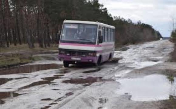 «Найгіршу дорогу» на Волині поки ремонтувати не збираються: тендер скасовано. ВІДЕО