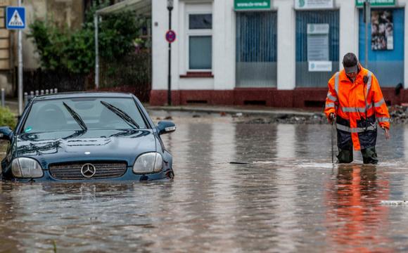 Українцям можуть масово продавати втоплені авто з ЄС: як розпізнати