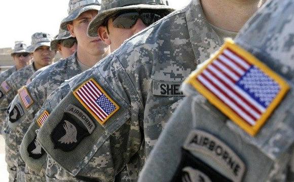 Трансгендерам знову дозволили служити в армії США