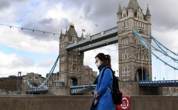 У Британії невакцинованих людей не пускатимуть в бари і ресторани