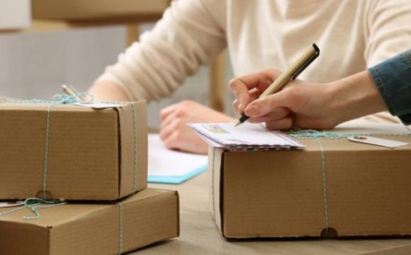 Українці можуть замовляти посилки з-за кордону без податків: який ліміт