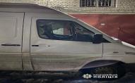На вулиці Карбишева невідомий пошкодив 2 чужих автівки. ФОТО