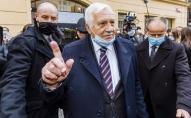 Екс-президента Чехії оштрафували за маску на підборідді