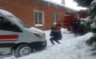 На Горохівщині витягували з снігу швидку, яка їхала до породіллі