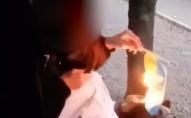 Школярка показово спалила прапор України, її виключили з навчального закаду