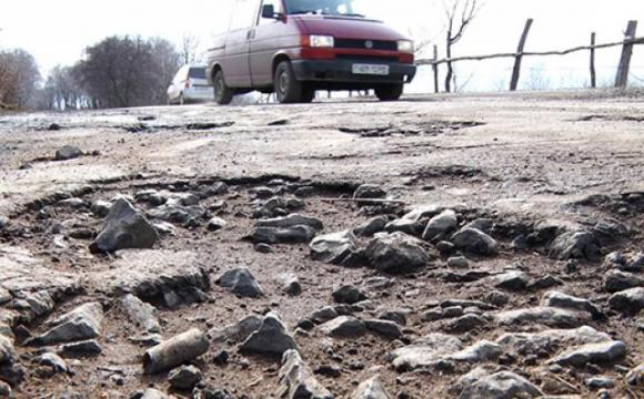 У Луцьку водії скаржаться на жахливий стан автошляху