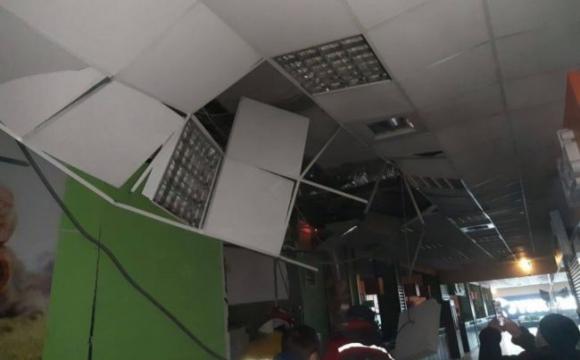 Вранці стався вибух у приміщенні торгового центру. ФОТО