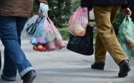 В Україні заборонили певні види пластикових пакетів: українців штрафуватимуть