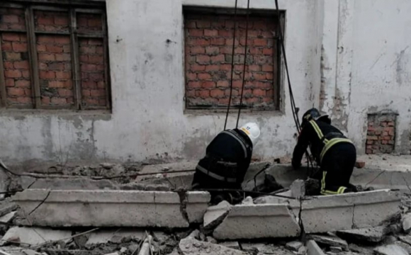 У Миколаївській області бетонна плита вбила підлітка