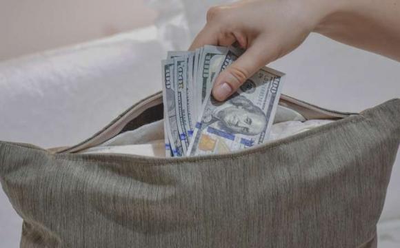 У пенсіонерки з Волині вкрали гроші з-під подушки